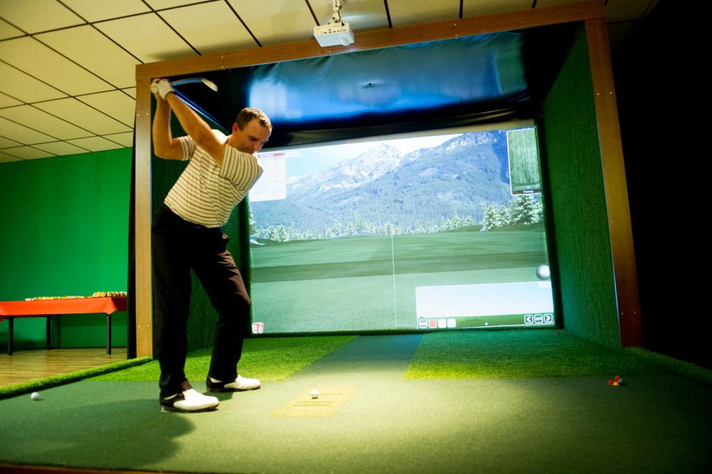 Inhaber Oliver Riepl im Golf Simulator Zentrum
